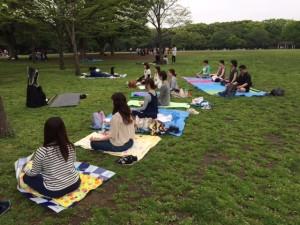 伝統的インドヨーガを学ぶ倍音ヒーリングWS @ 代々木公園内